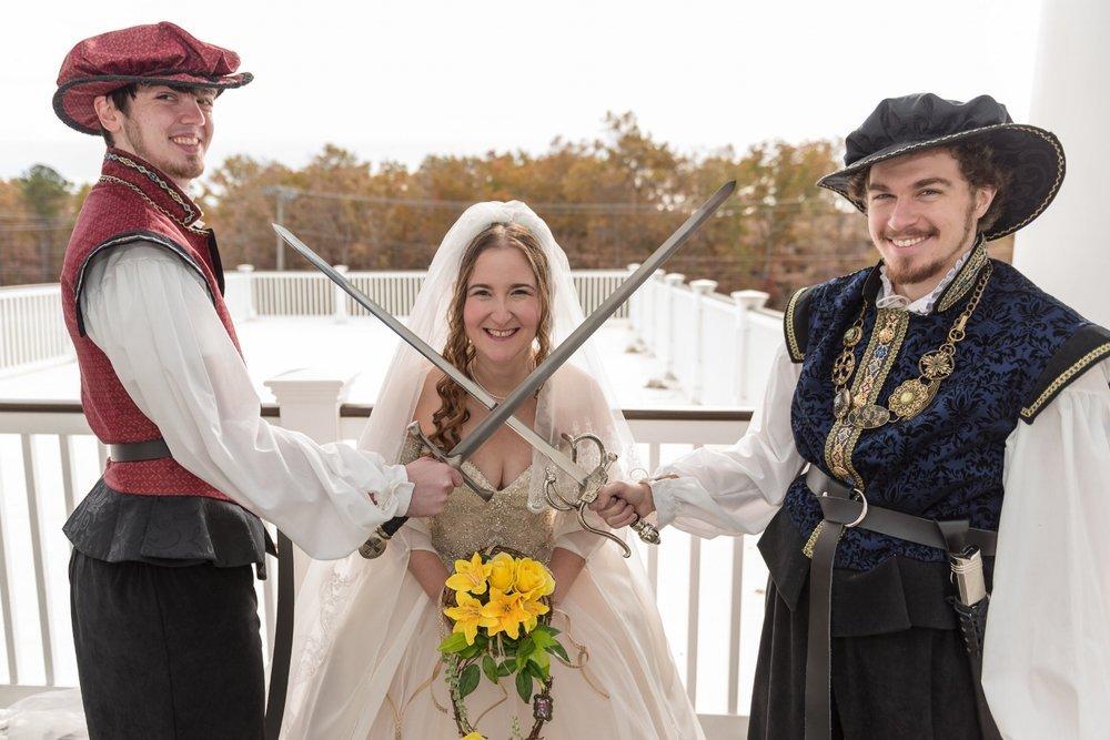 renaissance-wedding-sword-fight
