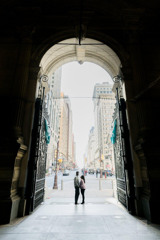 philadelphia-city-hall-engagement-shoot