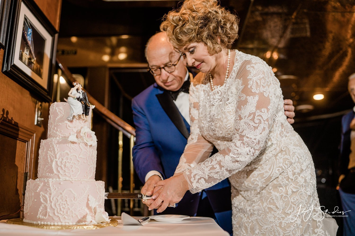 cutting the cake philadelphia private yacht charter