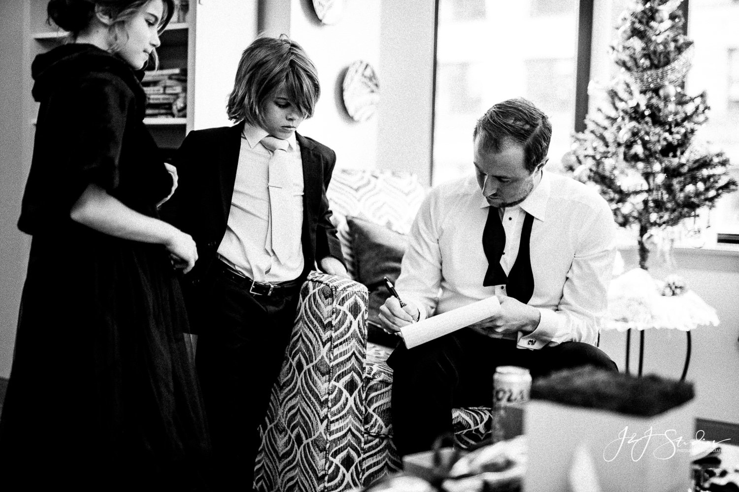 groom writing vows