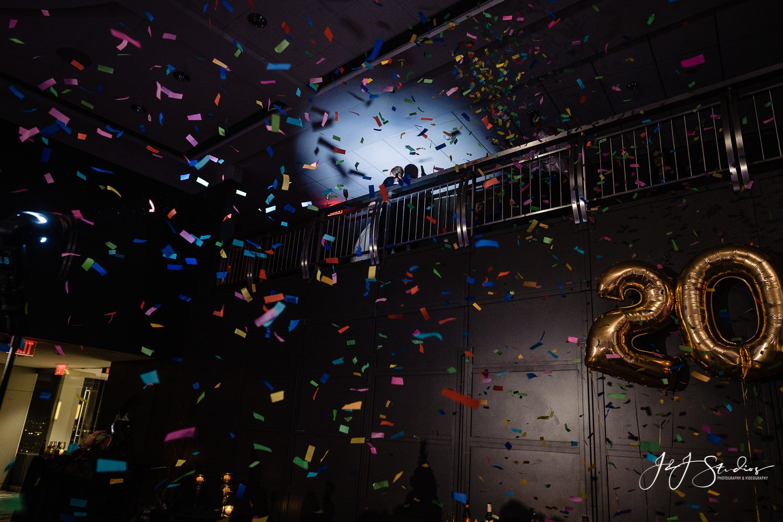 confetti cannon vue on 50
