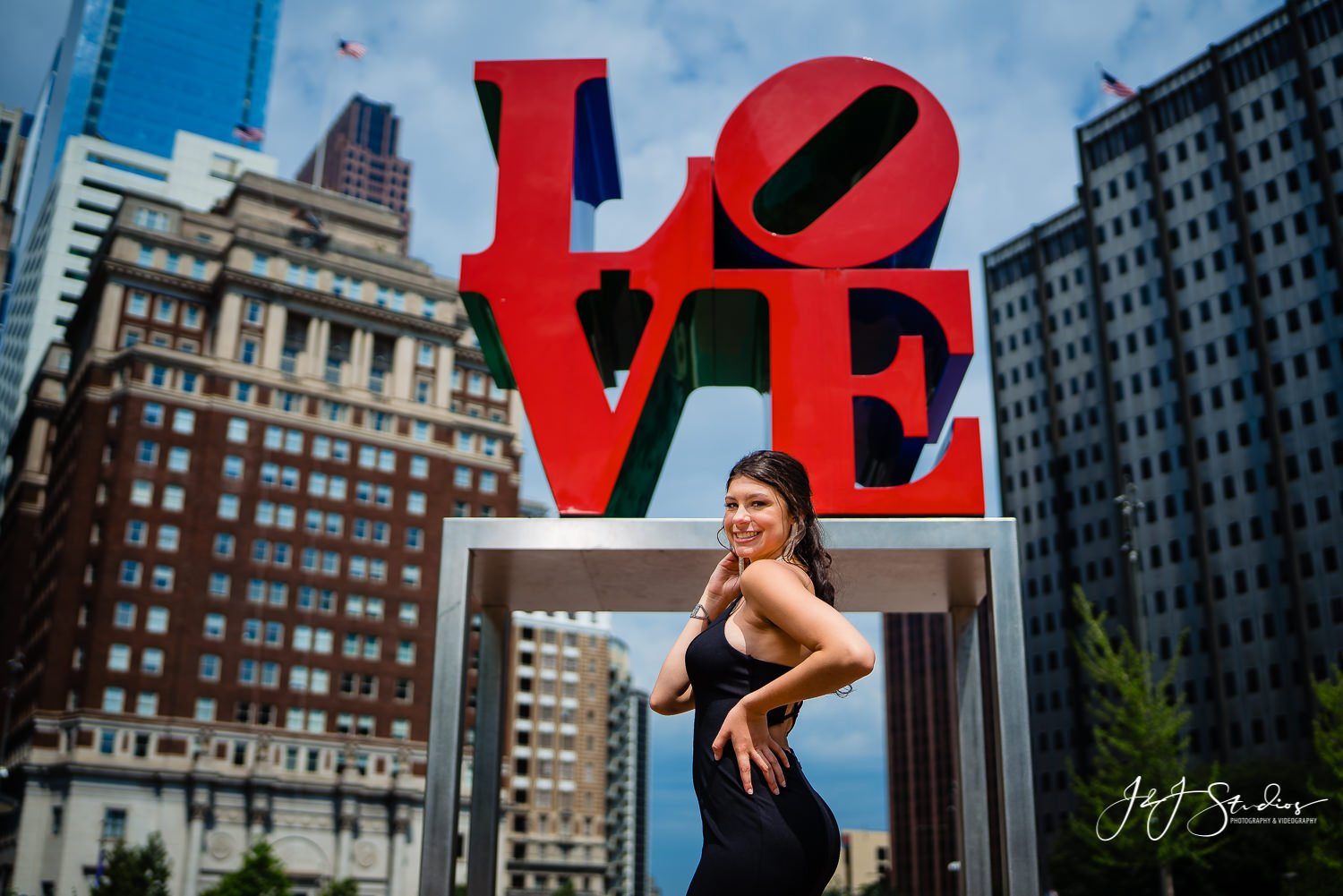 love sign philly senior portraits