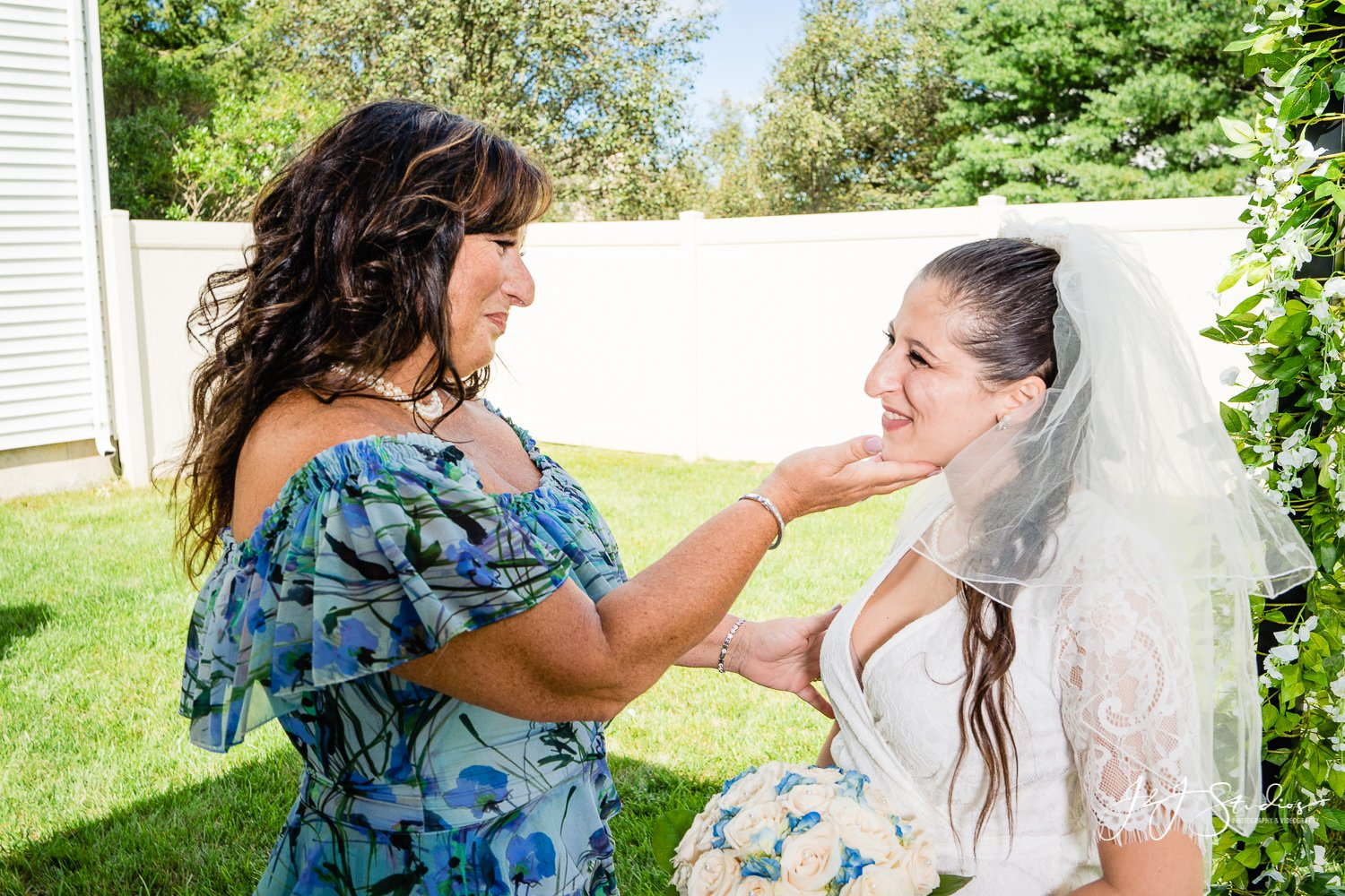 mother of the bride and daughter