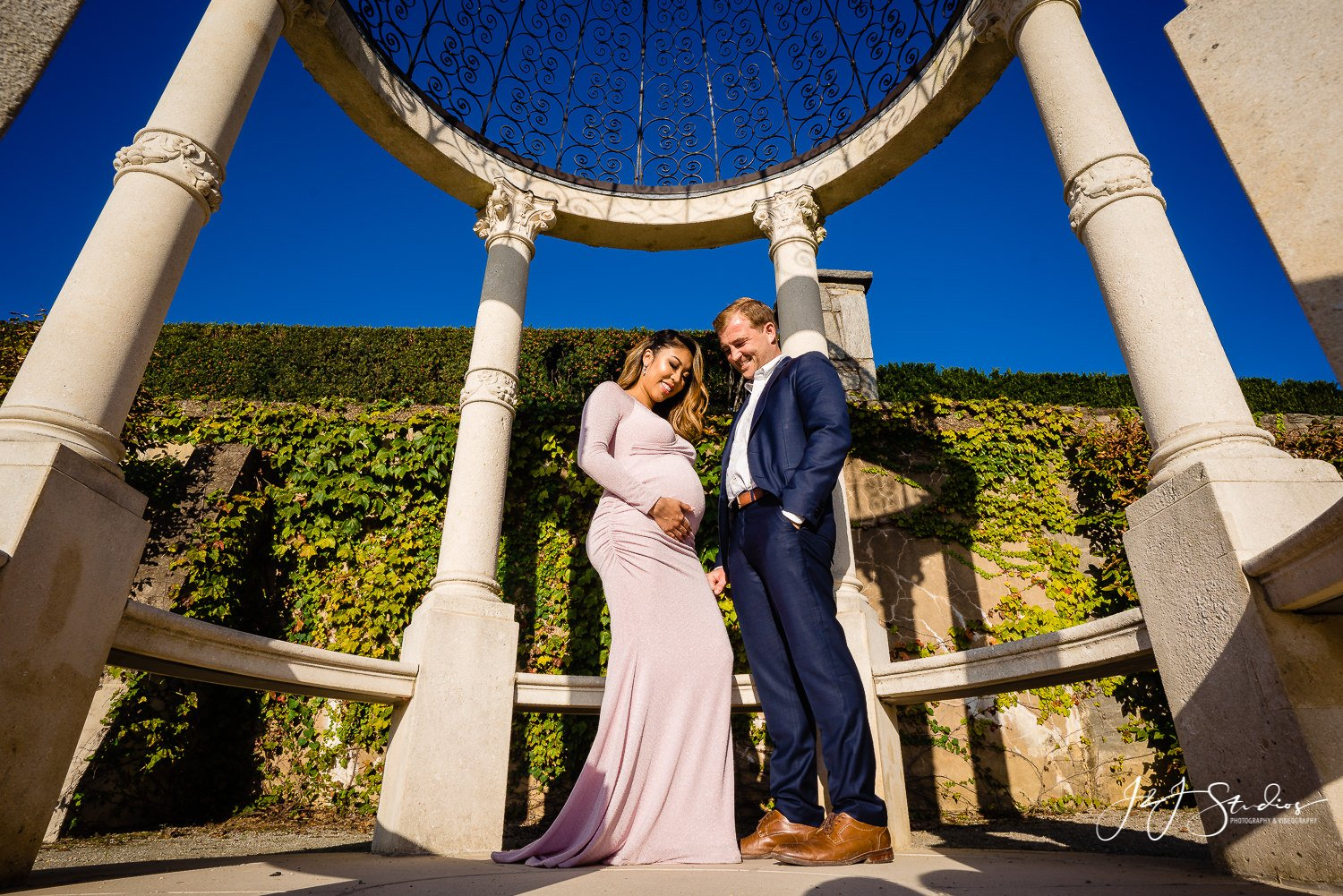 gazebo maternity photo