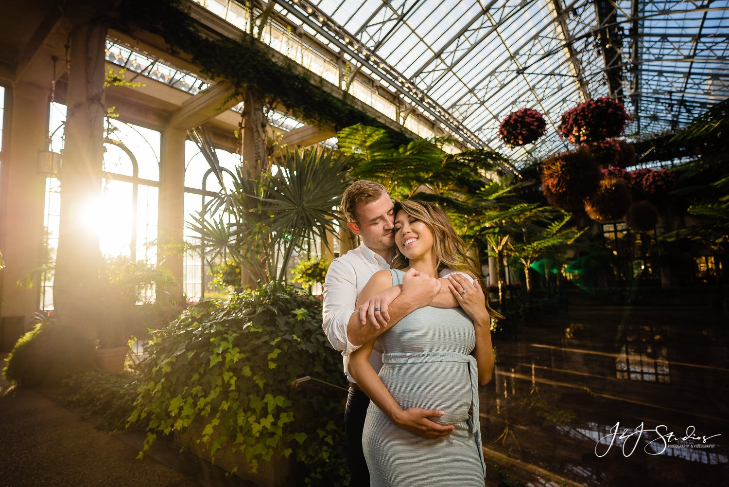 longwood gardens sunset maternity shoot
