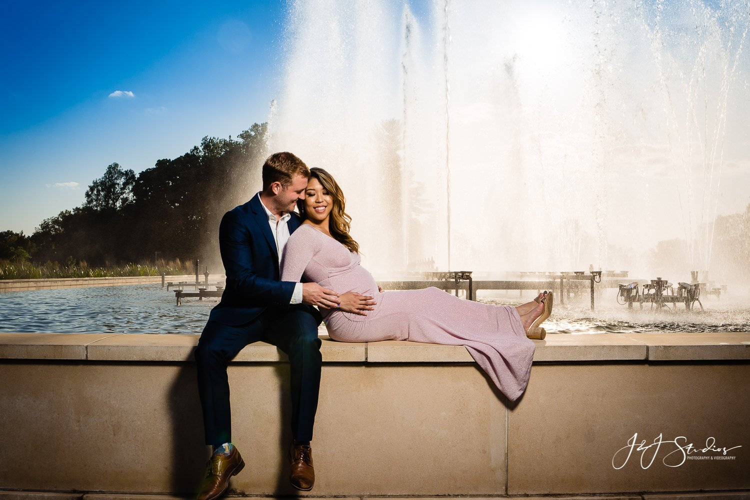 longwood gardens fountain maternity photo