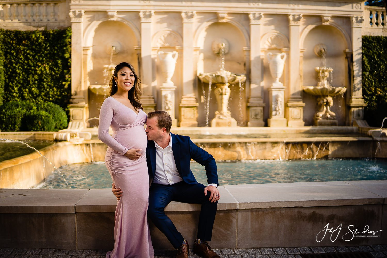 longwood gardens chic maternity session