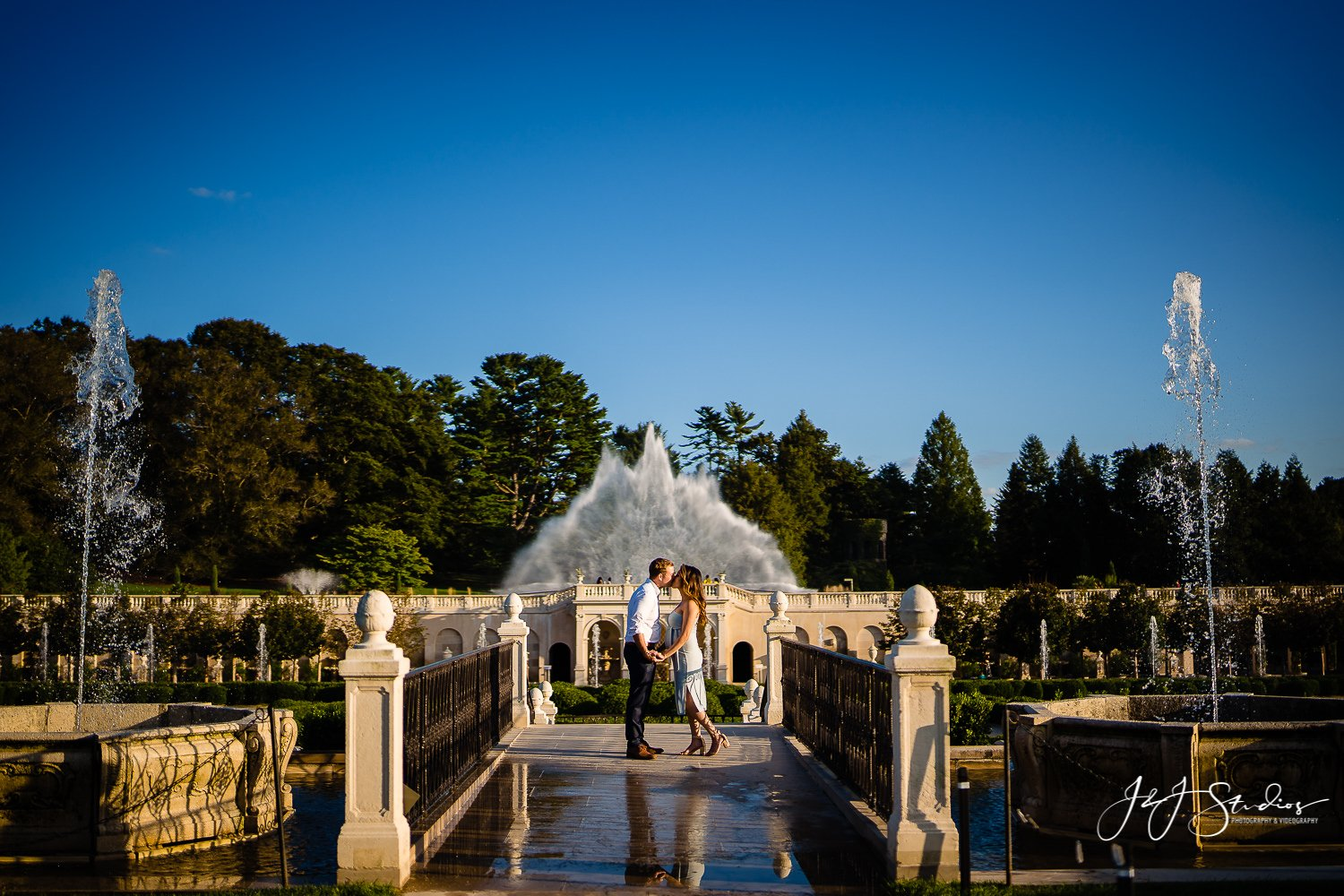 amazing longwood gardens maternity couple