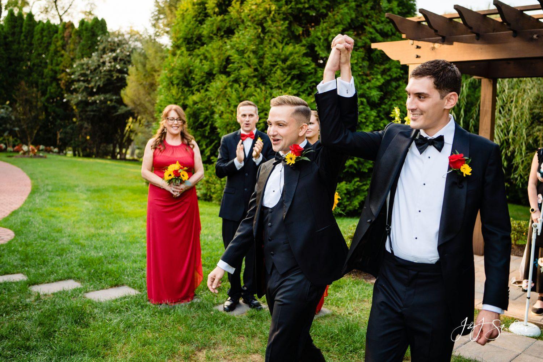 newlyweds now married kiss the groom