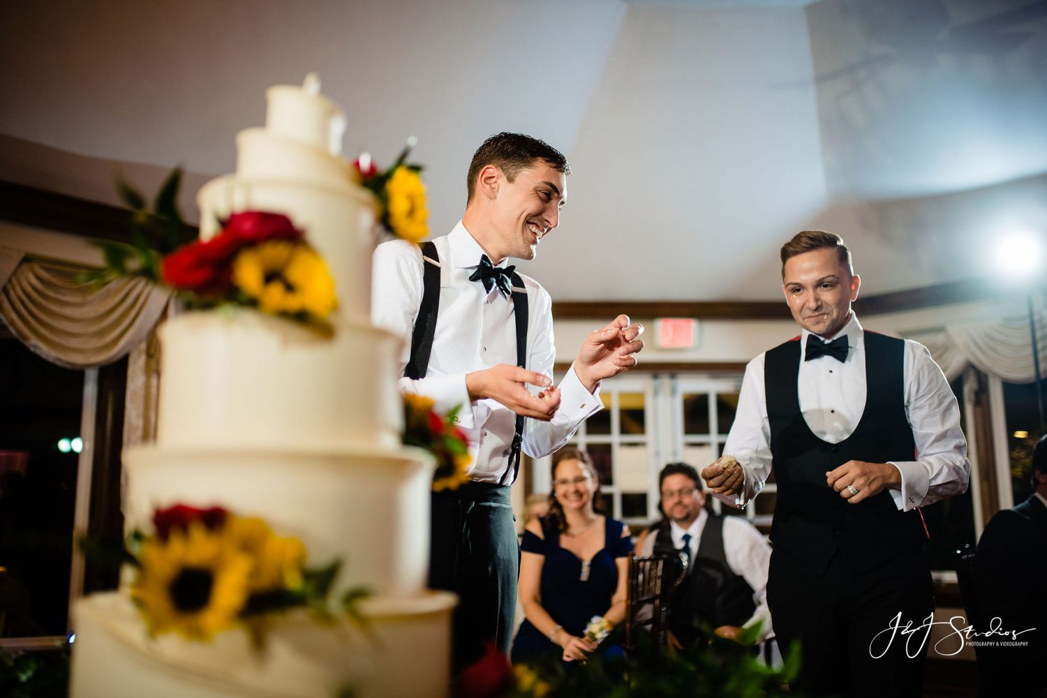 cake with sunflowers roses and wedding party