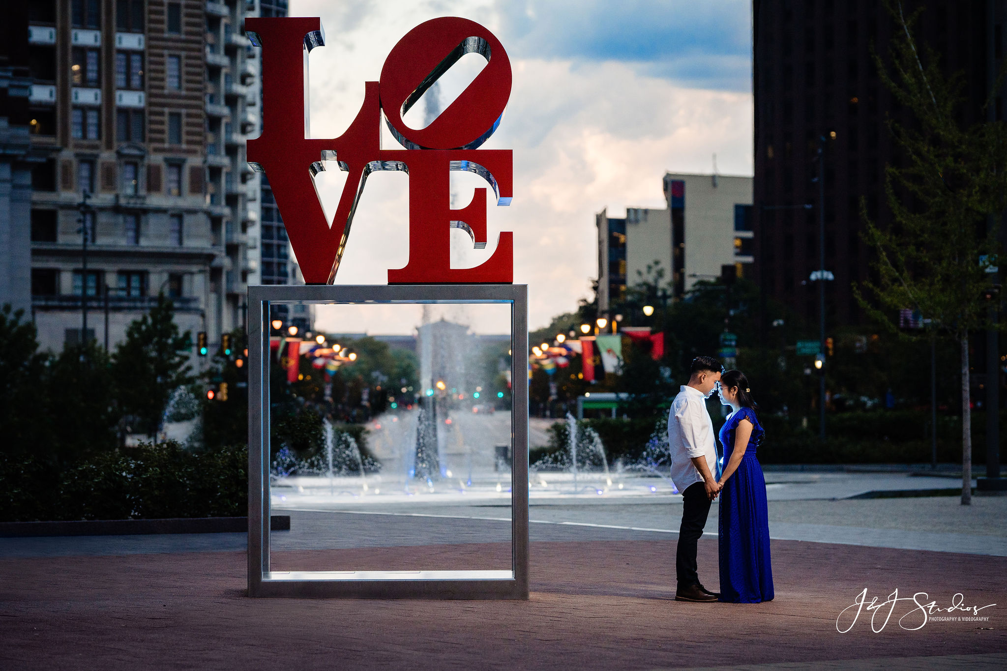 philly LOVE park wedding photography