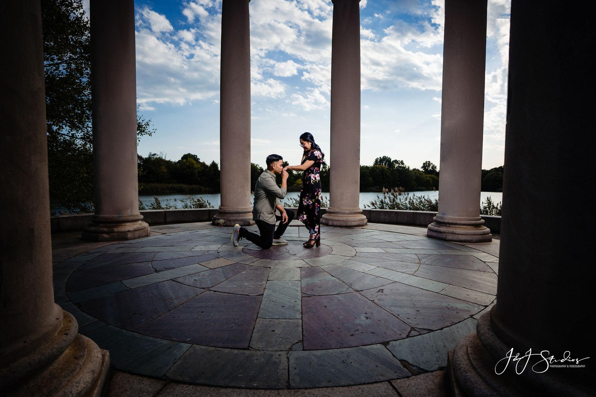 kneeling kiss wedding photography