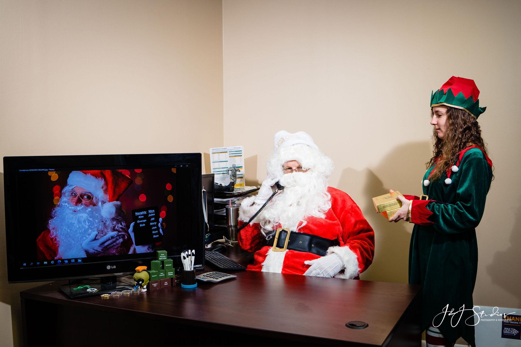 Elf offering sanTa cookies