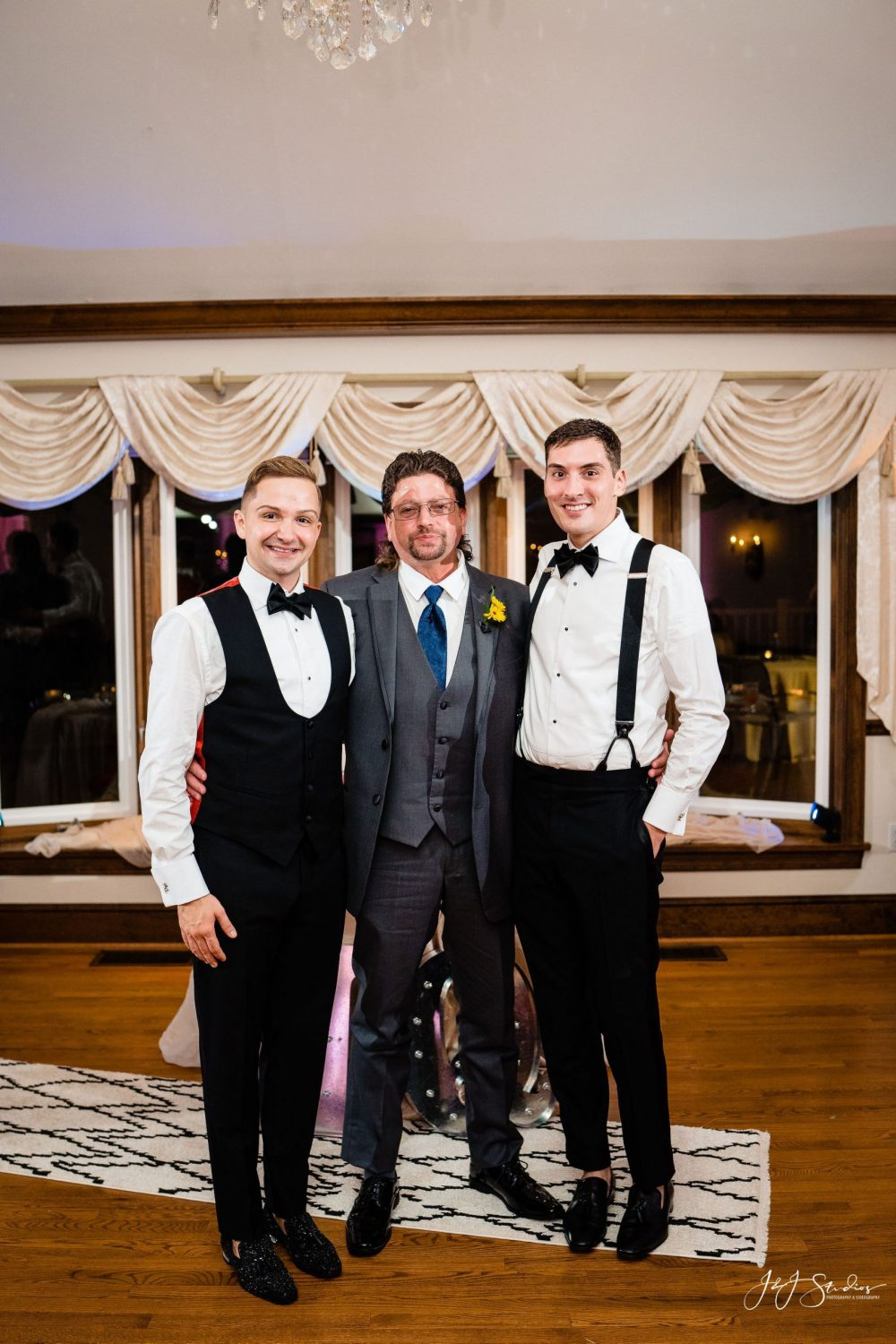 groom and extended family wedding photography timeline guidelines