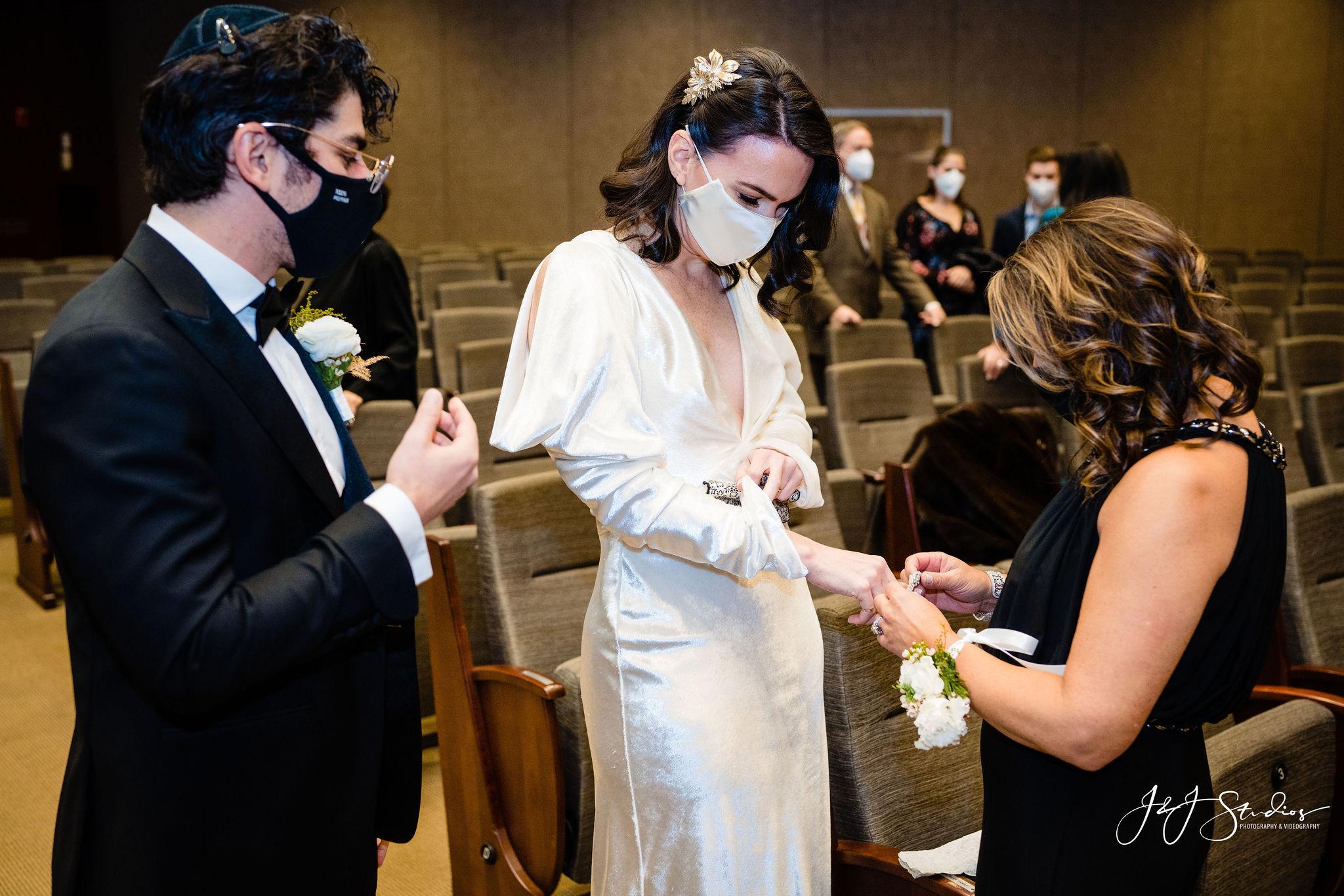 Ring put on bride Jewish practice