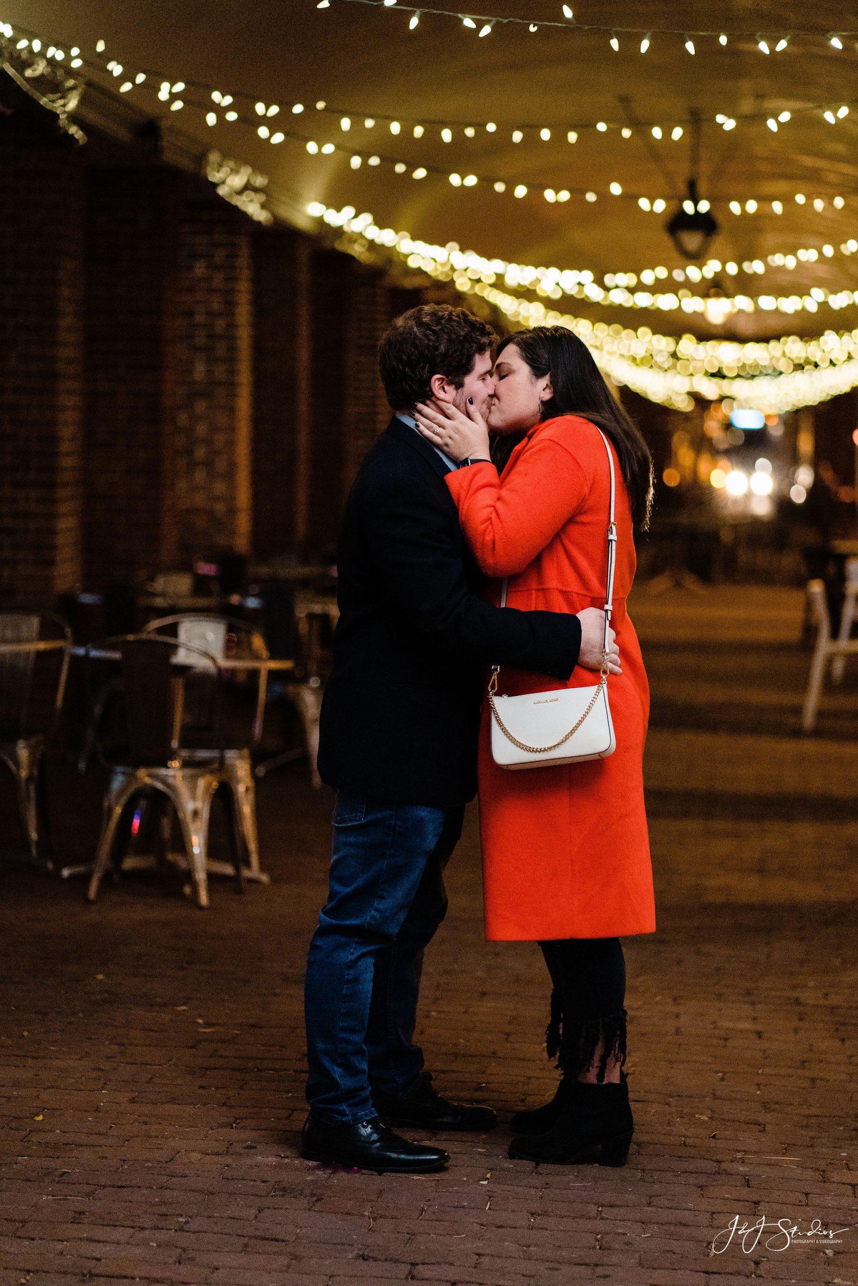 kiss surprise proposal photography