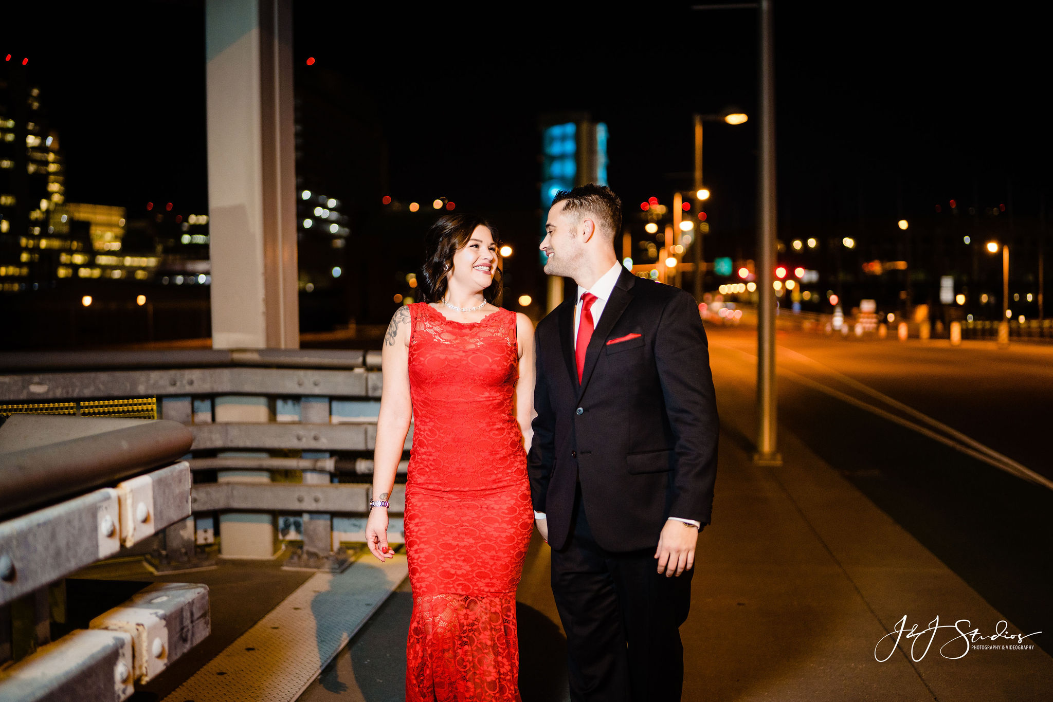 philly skyline engagement photography