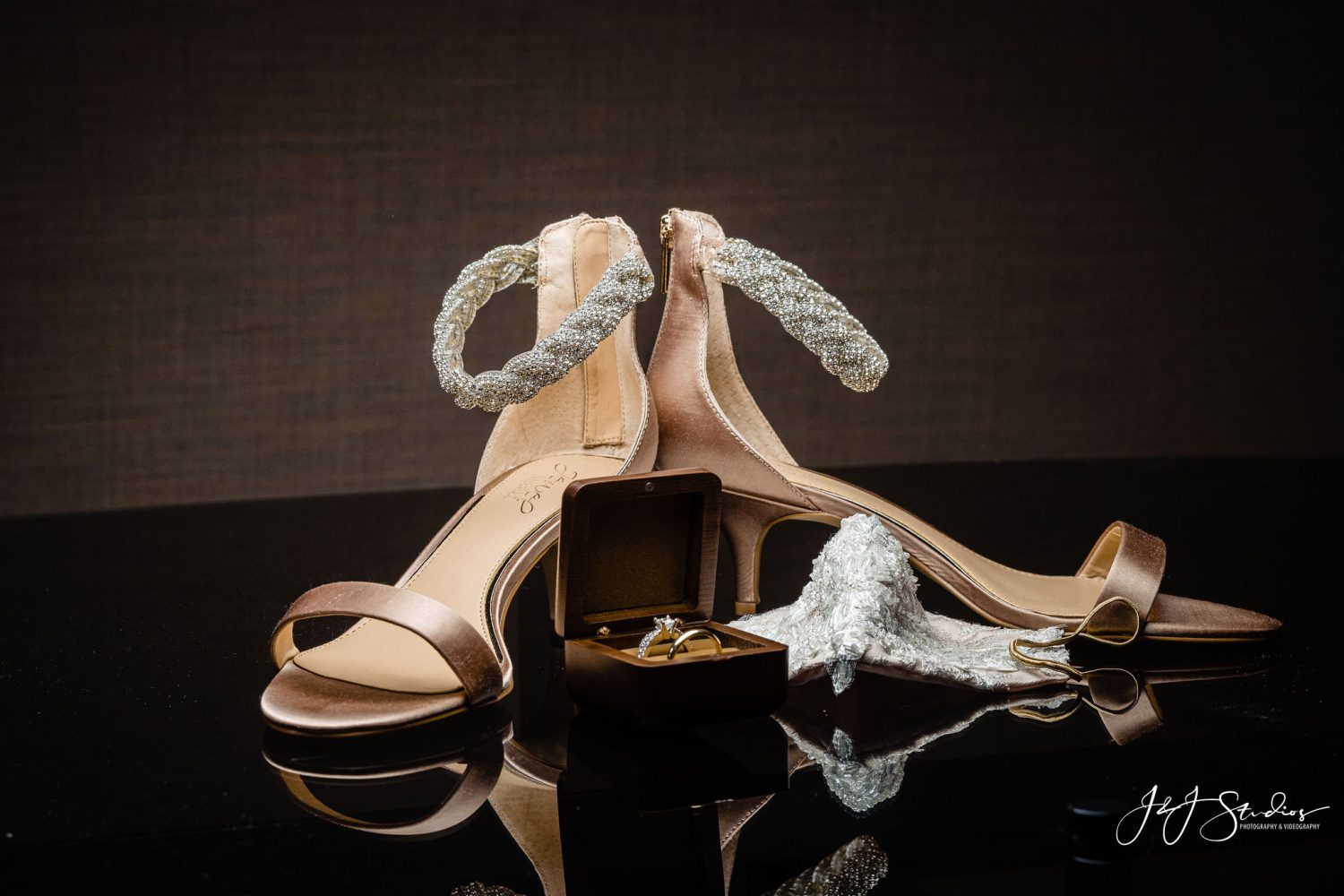 Wedding shoes Must Have Wedding Photos