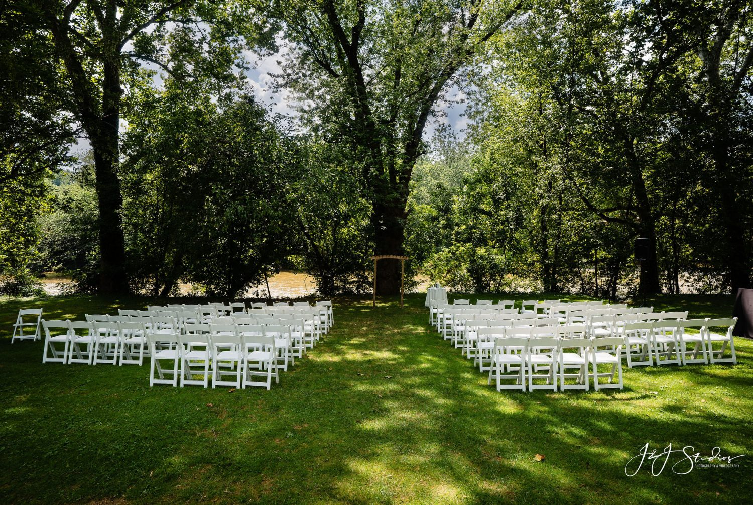 Outdoors Riverdale Manor PA Wedding Venues