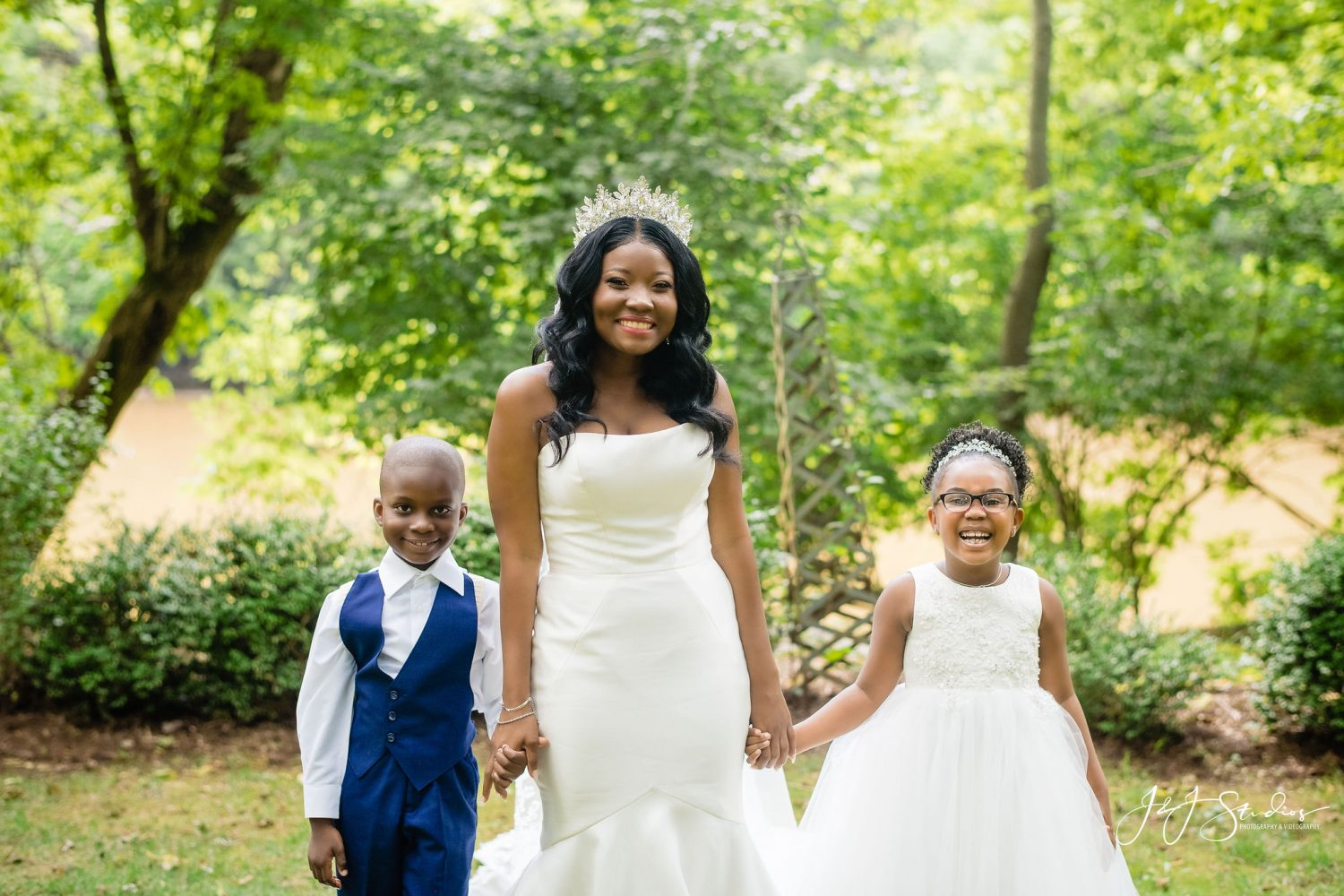 Little ones must have wedding photos