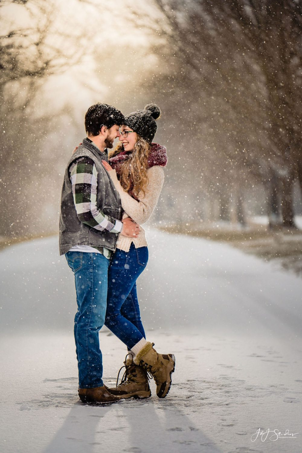 snow engagement photography
