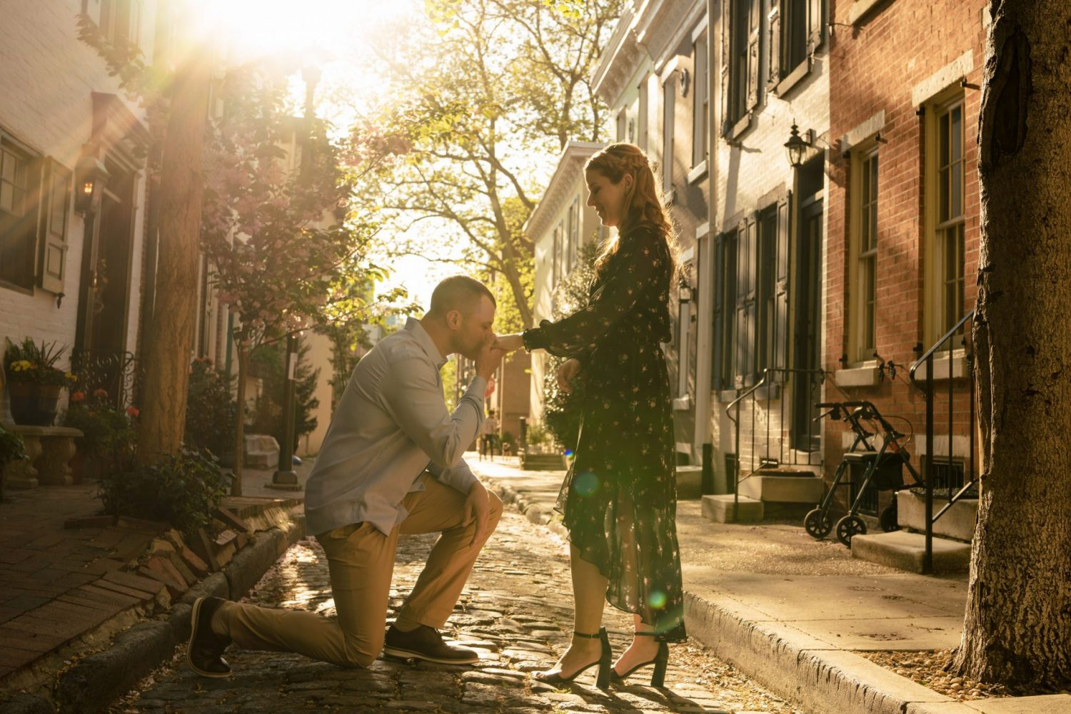 Man proposing to woman Philly engagement session