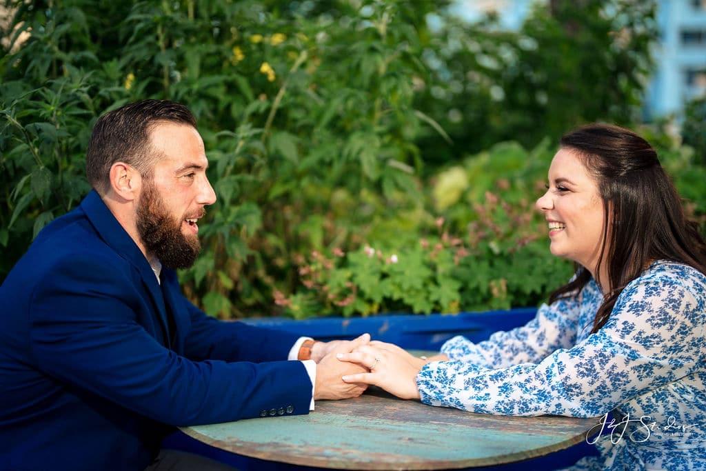 Couple talking by J&J Studios