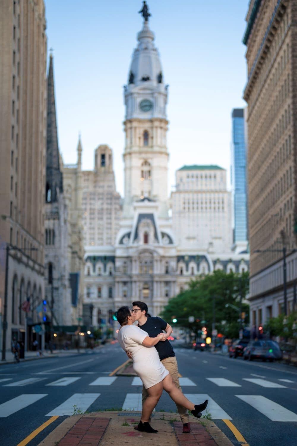 Couple kissing in front of City Hall in Philadelphia
