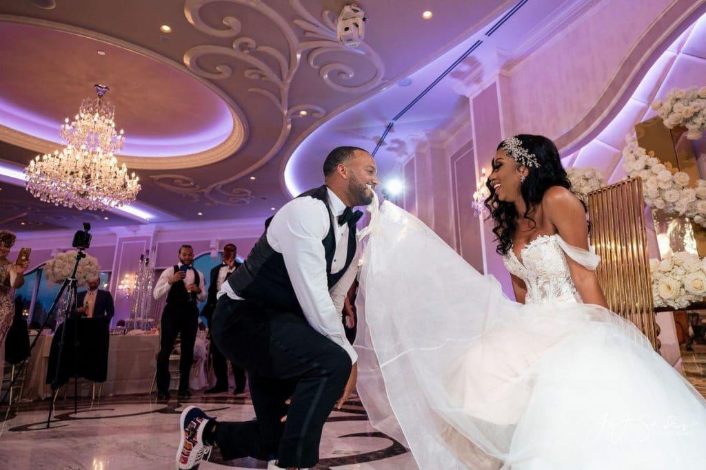 groom garter wedding tradition