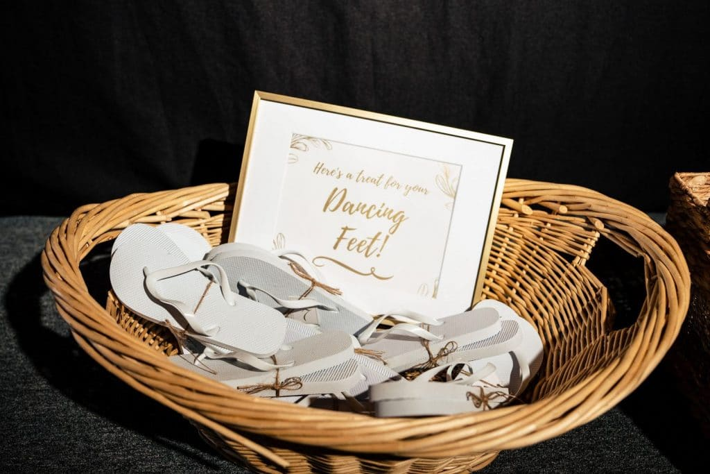 wedding flip flops for guests